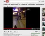 Chinesische Frau in Notlage unweit der Xuanwumen U-Bahn-Station in Beijing. Vergewaltigung auf offener Straße?