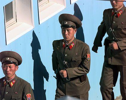 Nordkoreanische Soldaten marschieren. Bislang nur zur Übung. © High Contrast via wikicommons