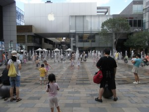 Der Apple Store in Beijings Shoppingmeile Sanlitun. © Mercureuma via Wikimedia Commons