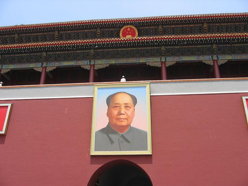 Wie lange soll das Mao-Porträt noch auf dem Tiananmen hängen? © Wikimedia Commons