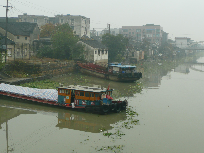 Verschmutzter Fluss in China - Potenzielle Quelle für Zunahme von Krebserkrankungen © Ella Daschkey