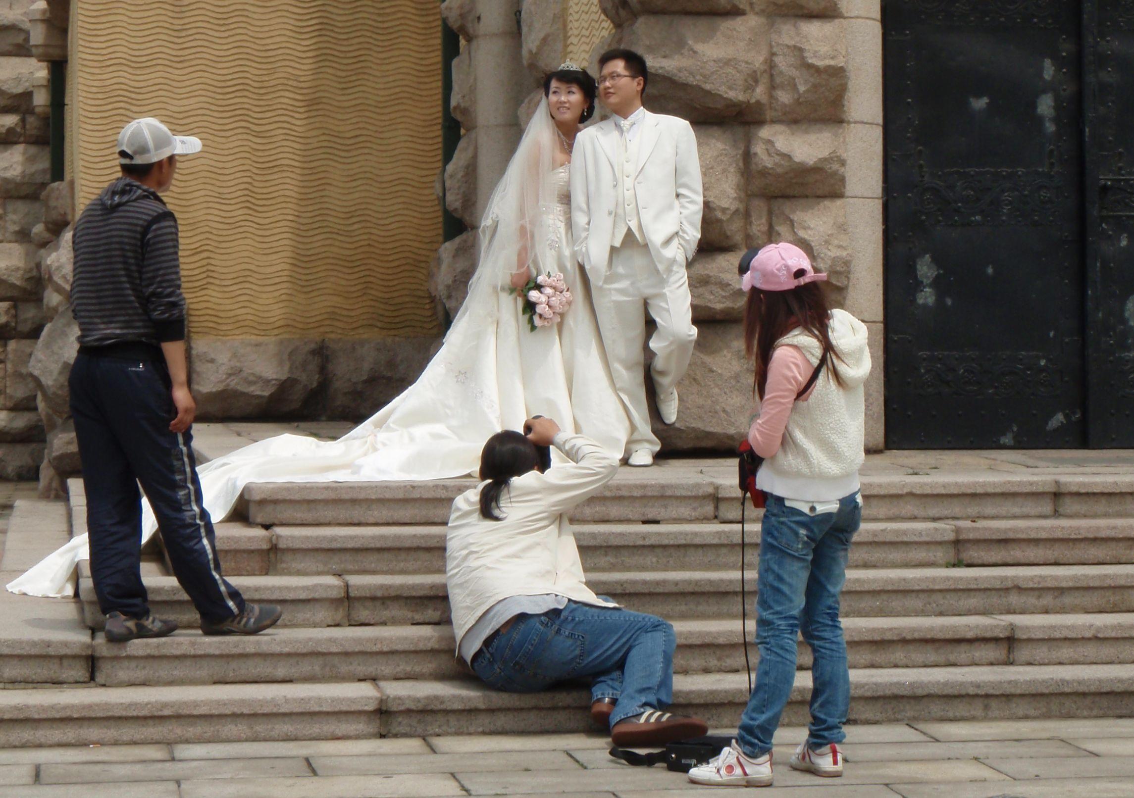 Hochzeits-Fotoshooting in Qingdao – Aufwendige Bilder gehören für viele chinesische Paare zur Eheschließung dazu. © Lisa Krauss