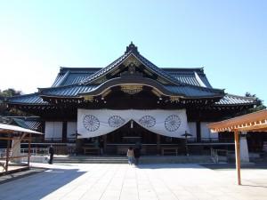 Jahr für Jahr besuchen japanische Politiker den Yasukuni-Schrein, um den japanischen Kriegsgefallenen zu gedenken und sorgen damit immer wieder für bilaterale Spannungen mit China © Wikimedia Commons