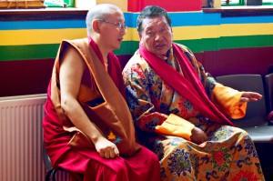 Akong Rinpoche (rechts) © secretlondon123 via Wikimedia Commons