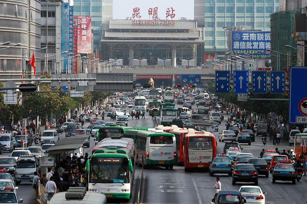 Blick auf den Bahnhof von Kunming, der Schauplatz eines Blutbades wurde © Jialang Gao, via Wikimedia Commons