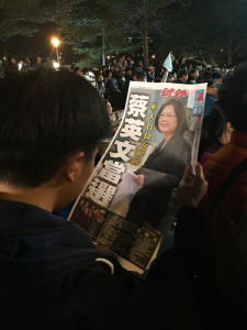 Nach dem Sieg auf der Titelseite: Tsai Ing-wen.  Foto von Chien Hung Lin via Flickr