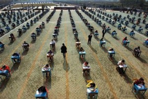 Chinesische Schüler bei einer Prüfung; Foto: Aslan Media via Flickr.