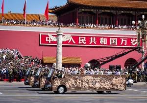 PLA-Veteranen passieren den Tiananmen-Platz während einer Militärparade in Peking 2015 Quelle: Eugene Kaspersky, Flickr Creative Commons