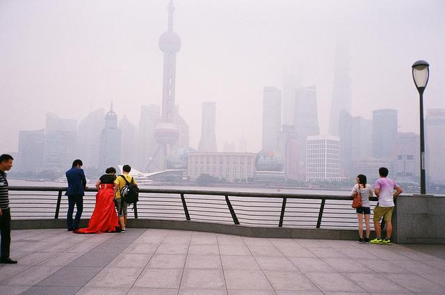 Ein Date am Shanghaier Bund. Foto: jijis via Flickr.