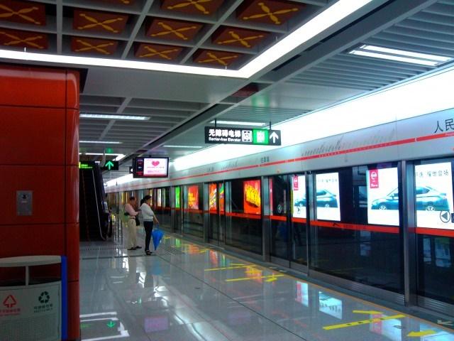 In der Ubahn von Chengdu. Bild: Dingli35 via Wikipedia (https://en.wikipedia.org/wiki/Line_2,_Chengdu_Metro)